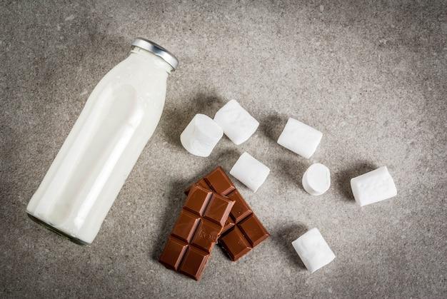 Receitas de bebidas quentes de natal, conjunto de ingredientes para chocolate quente