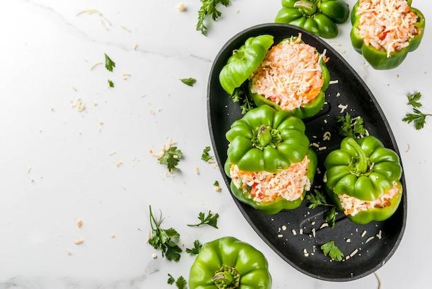 Receitas de outono pimentão recheado em casa com carne picada