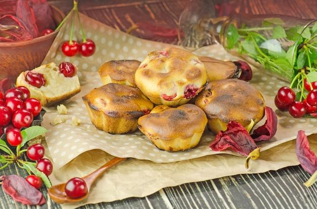 Recém-assados cereja muffins