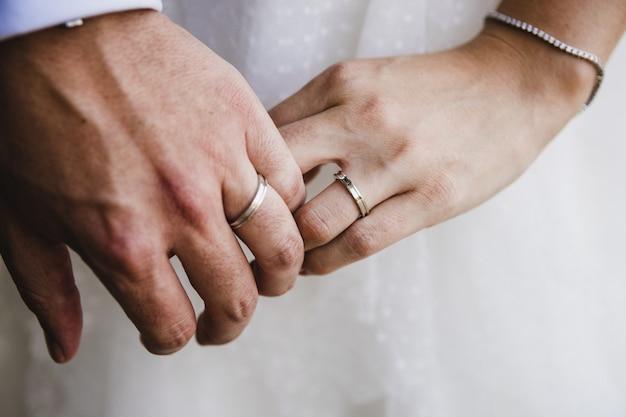 Recém casados após o casamento.