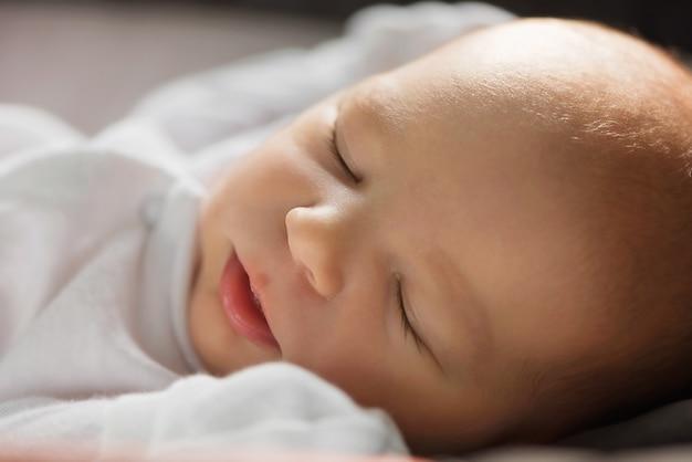 Recém-nascido adormecido