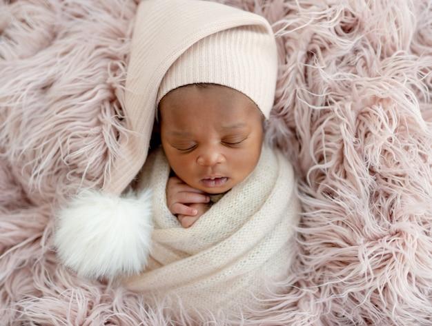 Recém-nascido de chapéu