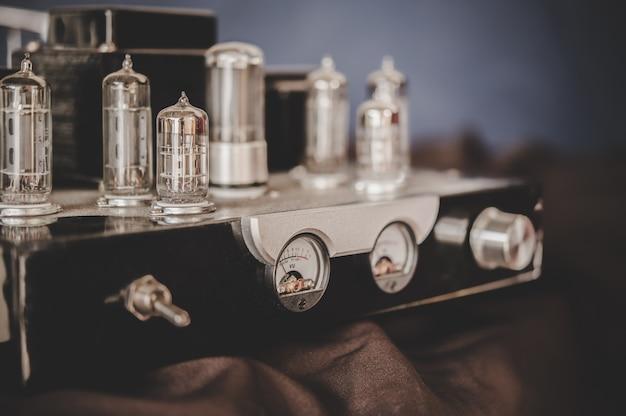 Receptor de rádio de transmissão retrô