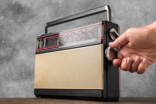 Receptor de rádio de transmissão retro