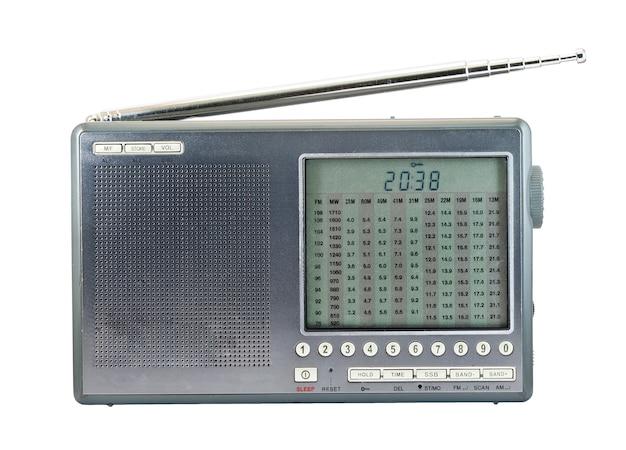 Receptor de rádio moderno isolado em um fundo branco