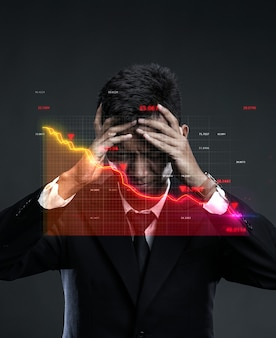 Recessão mundial no mercado. empresário desesperado, segurando a cabeça