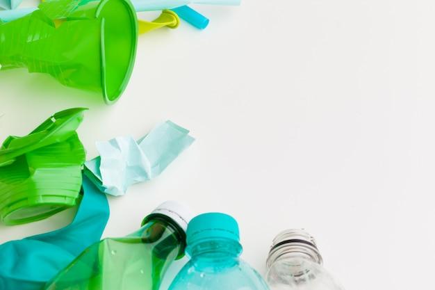 Reciclagem de garrafas plásticas usadas,