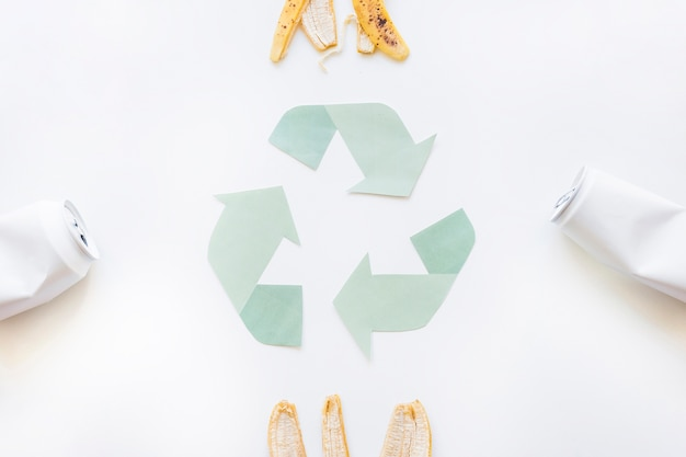 Recicle o logotipo com o lixo