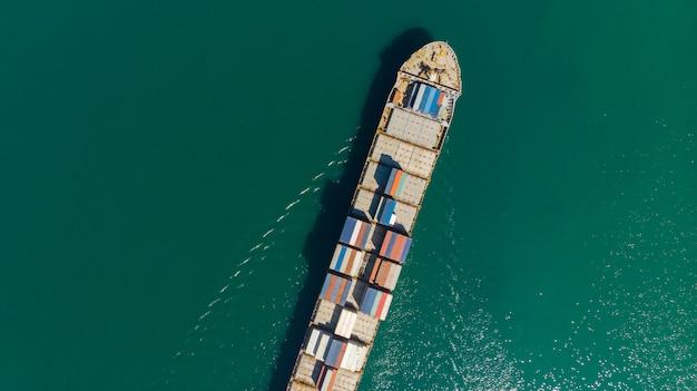Recipiente de carga no porto de fábrica na propriedade industrial para importação exportação ao redor do mundo