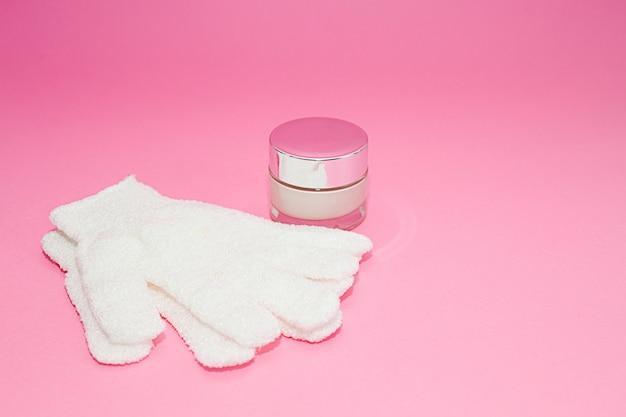 Recipiente de creme cosmético de luxo de beleza e banho massagem luvas em rosa
