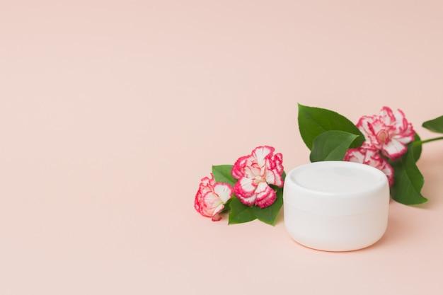Recipiente de plástico branco em branco para máscara de creme hidratante ou nutritivo