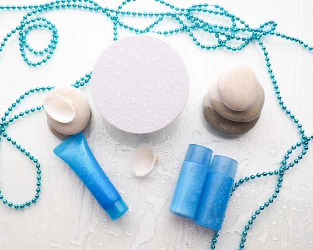 Recipientes de garrafa de cosméticos com gota de água