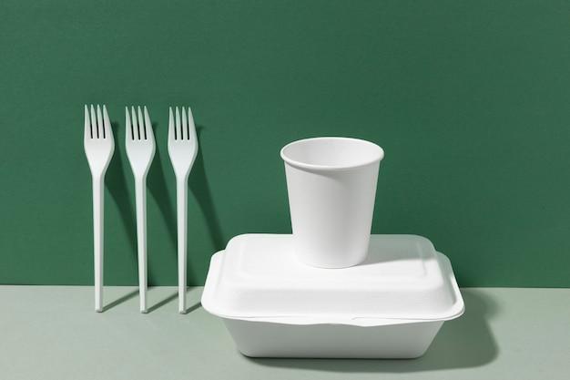 Recipientes e garfos para fast food