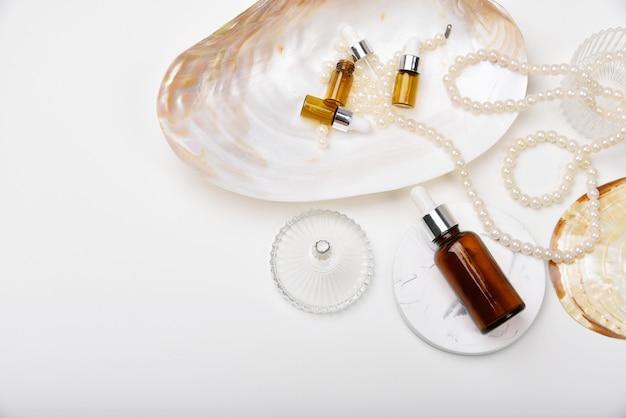 Recipientes naturais para a pele com extração marinha.