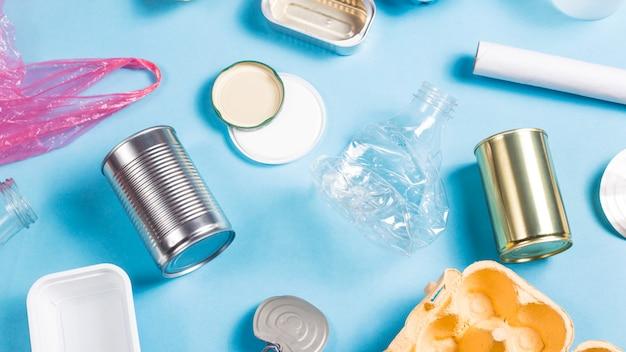 Recolha de resíduos domésticos para reciclagem. conceito de conservação ambiental