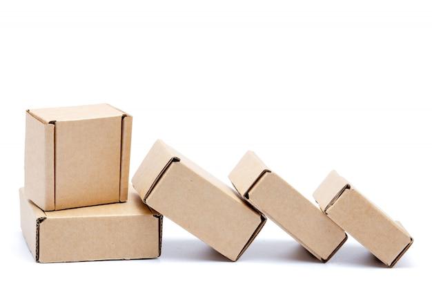 Recolha de várias caixas de papelão