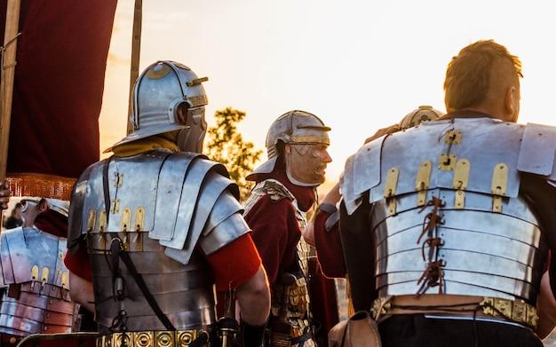 Reconstrução da batalha dos antigos romanos e bárbaros