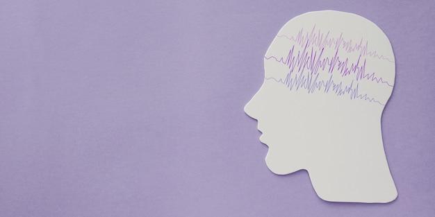 Recorte de papel de cérebro de encefalografia com fita roxa, consciência de epilepsia, distúrbio de apreensão, conceito de saúde mental