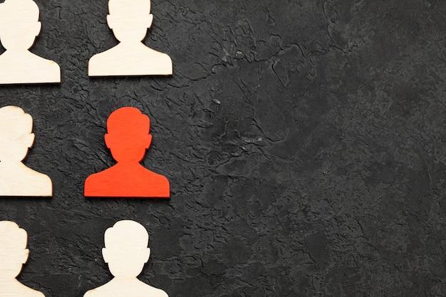 Recrutamento de pessoal os números dos trabalhadores são todos iguais e um em vermelho leader choice hr