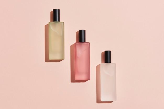Recurso de design de frasco de vidro de perfume em branco