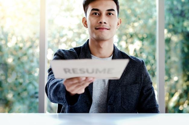 Recursos humanos e conceito de entrevista de emprego. aplicando currículo