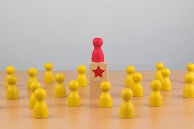 Recursos humanos, gestão de talentos, empregado de recrutamento, conceito de líder de equipe de negócios bem sucedido.