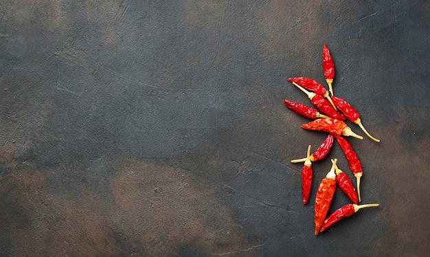 Red hot chilli peppers em fundo enferrujado
