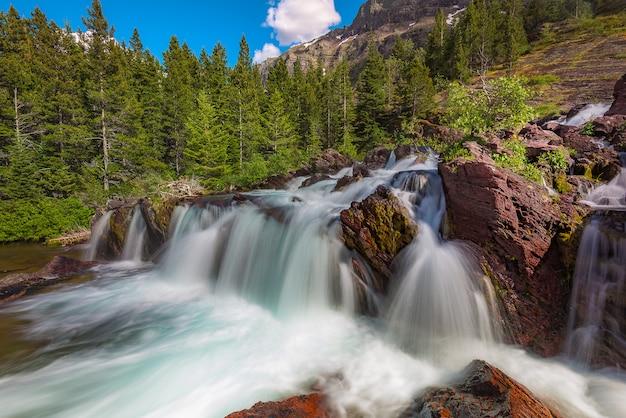 Red rock falls em muitos glacier, glacier national park