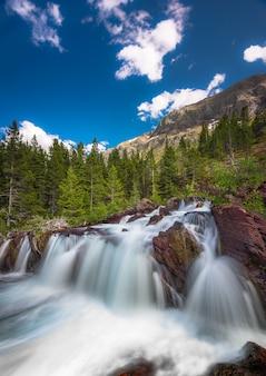 Red rock falls, parque nacional glacier eua
