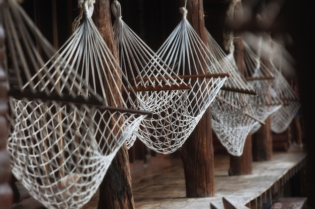 Rede branca para relaxar no resort