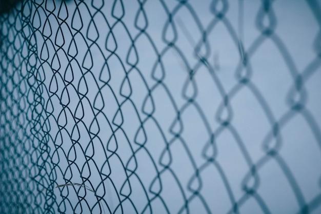 Rede de malha de textura. cerca de fundo. cerca transparente. elo da cadeia de malha de ferro