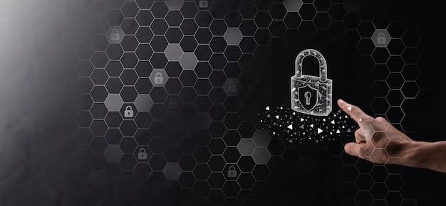 Rede de segurança cibernética. ícone de cadeado e redes de tecnologia de internet. empresário protegendo informações pessoais de dados no tablet e na interface virtual. conceito de privacidade de proteção de dados. gdpr. eu