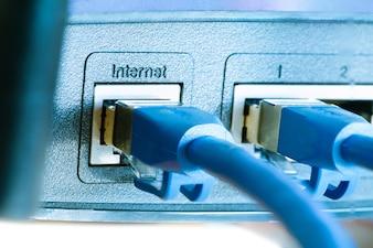 Rede LAN e conexão à internet, plugue de cabo Ethernet RJ45 para porta lan