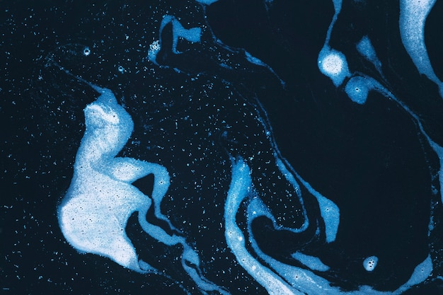 Redemoinhos de espuma azul