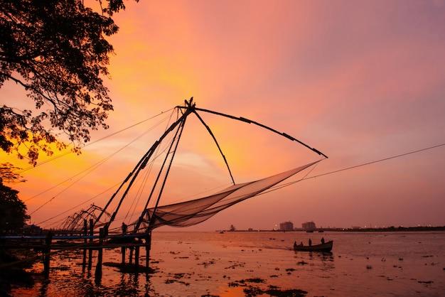 Redes de pesca chinesas em fort kochi