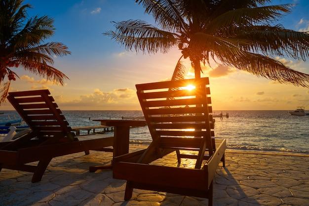 Redes de praia do nascer do sol de riviera maya