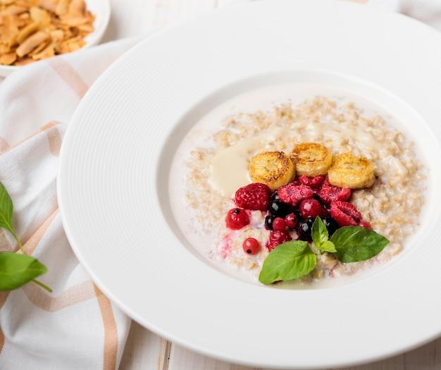 Refeição da manhã com cereais triturados