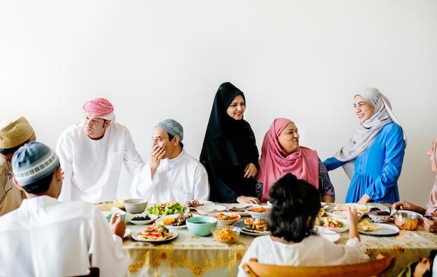 Refeição de suhoor ou iftar do oriente médio