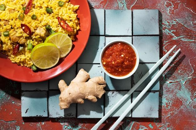 Refeição deliciosa com composição de sambal
