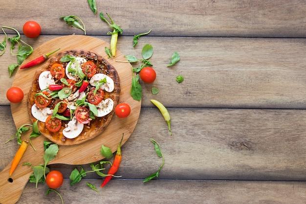 Refeição vegetariana fresca com espaço de cópia