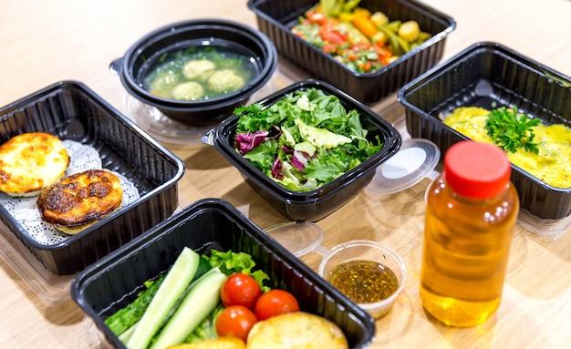 Refeições diárias em caixas, entrega de alimentos saudáveis,