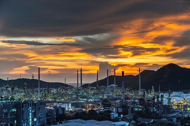 Refinaria de petróleo e instalações petroquímicas