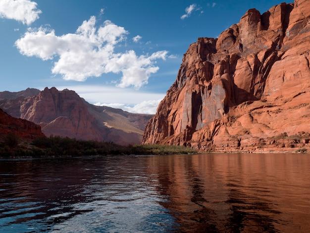 Reflexão, de, pedras, em, água, canyon glen área recreação nacional, rio colorado, flutuador, viagem, rio colorado, arizona-utah, eua