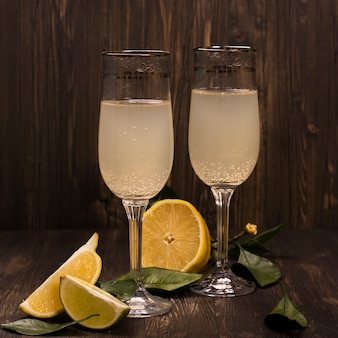 Refrescante cocktail de limão e lima