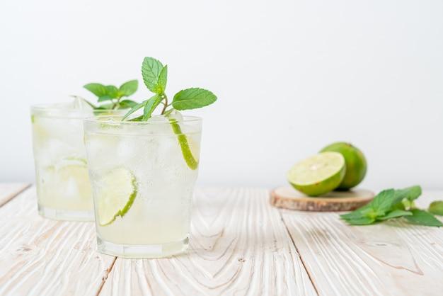 Refrigerante de lima gelado com menta - bebida refrescante