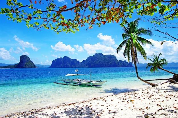 Refúgio tropical incrível em palawan, nas ilhas de el nido. filipinas