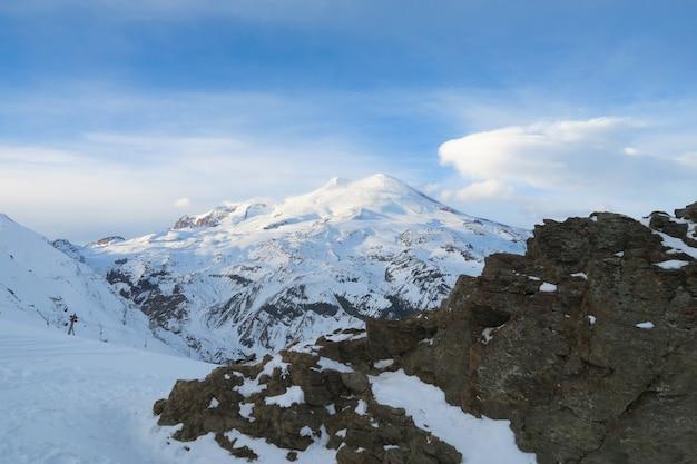 Região de elbrus, uma paisagem montanhosa na região do cáucaso, elbrus