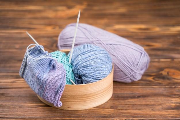 Regozijou-se com fios de lã coloridos