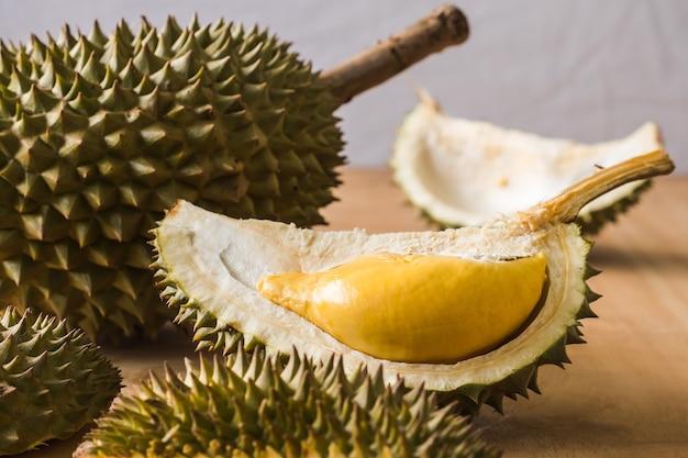 Rei das frutas, durian é uma fruta tropical popular nos países asiáticos.