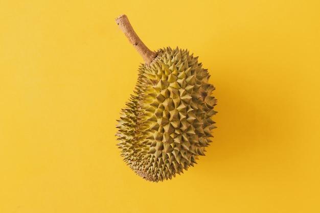 Rei das frutas, durian em fundo amarelo
